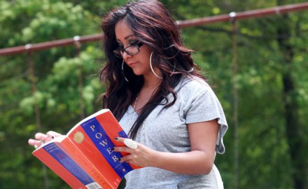"""Snooki reads """"48 Laws of Power"""" by Robert Greene"""